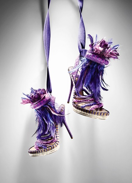 Vogue_feather_shoes